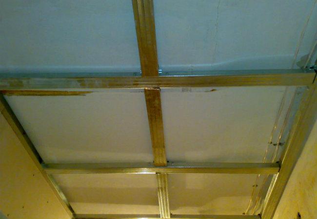 каркас потолка в прихожей