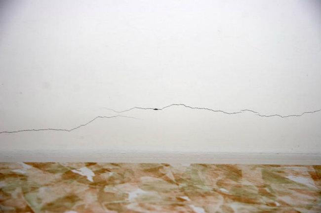 трещина на потолке из гипсокартона