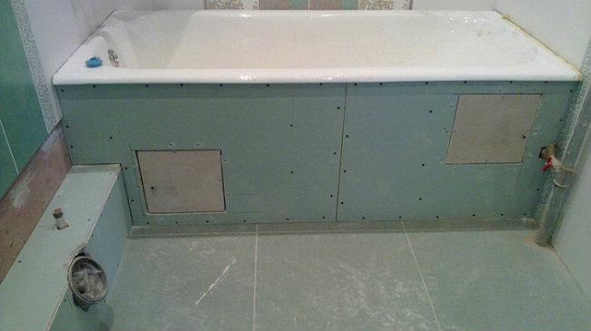как установить экран под ванную