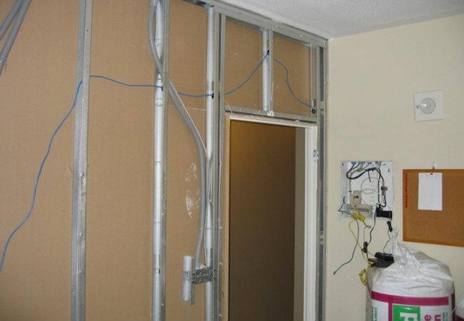 перегородка из гипсокартона с дверью