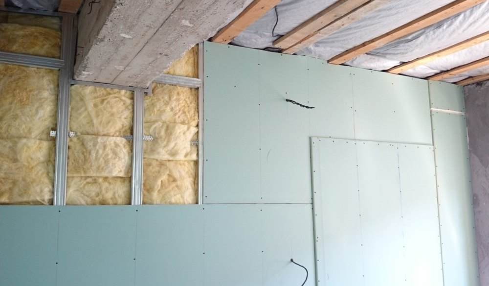Выравнивание стен гипсокартоном с каркасом